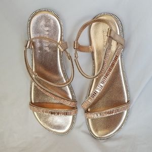 NWOT Beautiful 😘 Rose Gold Sandals